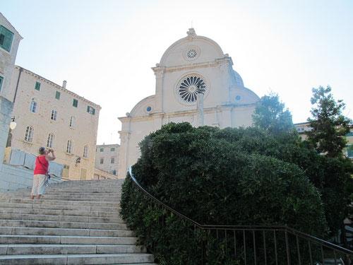 wirkungsvoller Treppenaufgang zur Kathedrale aus dem 15. Jhd.