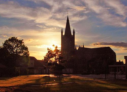 die neugotische Kirche in Leffingen - Flandern - von unserem vorletzten Stellplatz aus gesehen