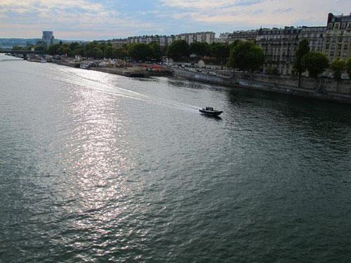 ein letztesmal überquerten wir die Seine - am späten Nachmittag verliessen wir Paris