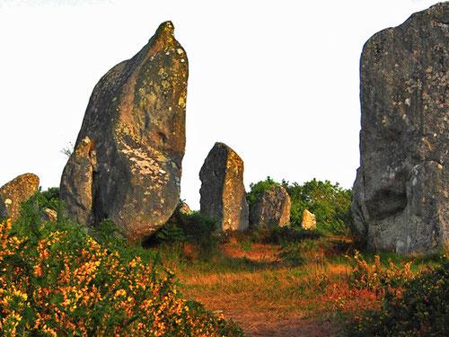von Westen nach Osten werden die Megalithen immer kleiner