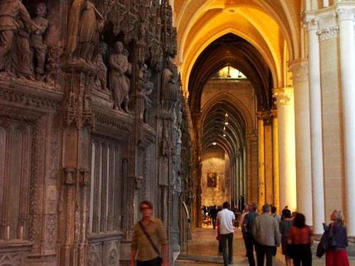 das Zentrum der Cathedrale befindet sich im Fußboden das Labyrinth von Chartres