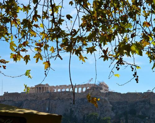 weit entfernt noch die Akropolis