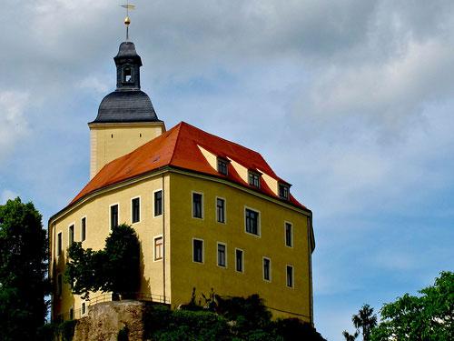 Schloss Hirschstein über der Elbe