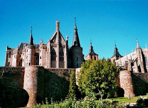 der neugotische Bischofs-Sitz von Astorga - erbaut von Gaudi