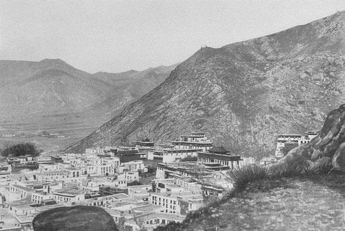 Monastère de Séra. Fernand Grenard (1866-1942) : Haute Asie. [Mongolie, Turkestan chinois, Tibet]. Deuxième partie du tome VIII de la Géographie Universelle. Armand Colin, Paris, 1929.