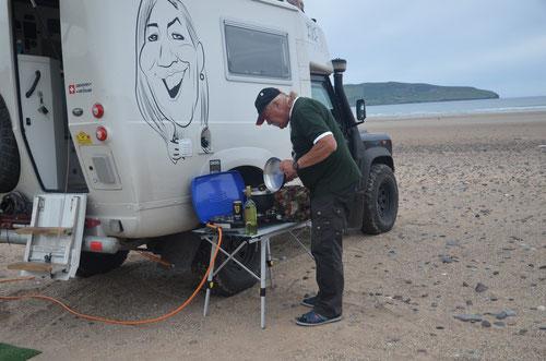 """25.07.2015: Wir fanden diesen auch auf einem wenig besuchten Strand, wo wir uns, um 15:00 Uhr, für die Nacht einrichteten und uns als Apéro eine Pfanne frischer """"Cozze a la Marinara"""" kochten"""