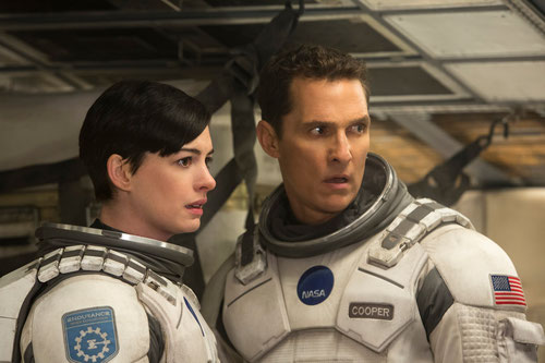 Anne Hathaway et Matthew McConaughey, bien loin de la Terre (©Warner Bros.)