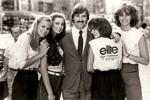 John Casablancas, ici en 1981, avait un métier difficile: recruter et s'occuper des plus belles filles du monde... (©Jacques Silberstein/UFO Distribution)