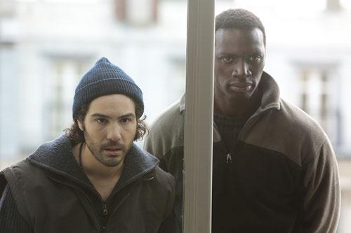 Tahar Rahim et Omar Sy, deux sans-papiers qui se débrouillent (©Gaumont Distribution)