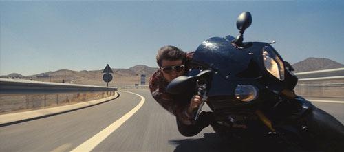 Tom Cruise à moto dans le désert marocain: ça déménage (©Paramount Pictures)