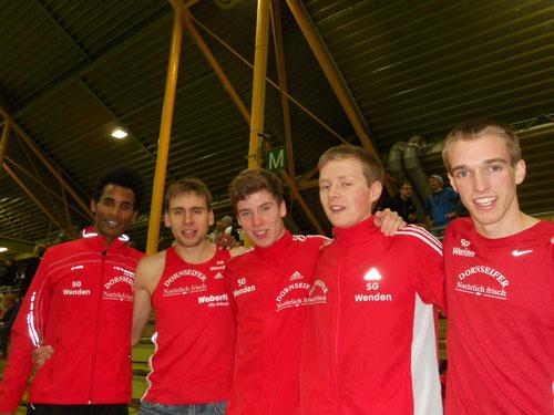 von links: Titelträger Eyob Solomun und Simon Huckestein sowie Tim Thiesbrummel, Marco Giese und Florian Herr