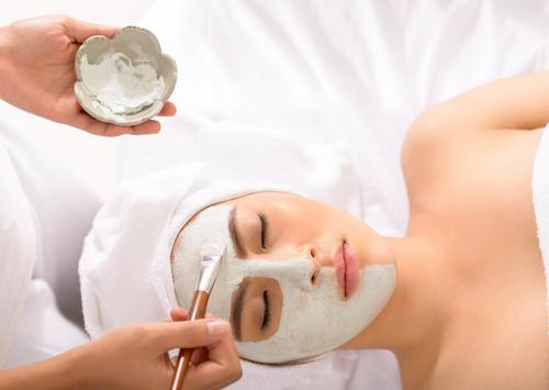 Wirkungsvolle Anti Aging Stoffe sorgen dafür, dass die Haut wieder in einen jugendlichen Zustand versetzt wird. Eine Gesichtsbehandlung ist ein absoluter Kult unter denen, die frisch gepflegt und toll aussehen möchten.