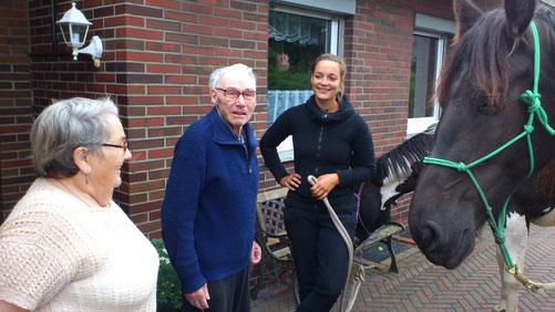 Unser Besuch macht Grete und Gustav Rost überglücklich!
