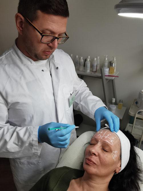 Die Unterspritzung wird von einem erfahrenen Facharzt Hr. Risto durchgeführt, sieht das Ergebnis natürlich aus und sorgt für ein verjüngtes Hautbild.