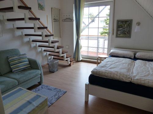 Zimmer 3, Doppelbett 140x200, Schlafcouch, Schreibtisch, Südbalkon