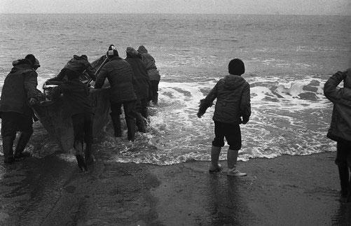Уходят в море