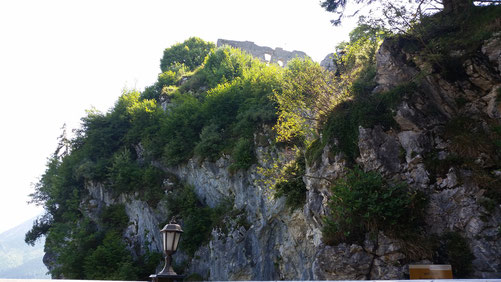 Ganz oben ist ein Teil der Burg zu sehen...