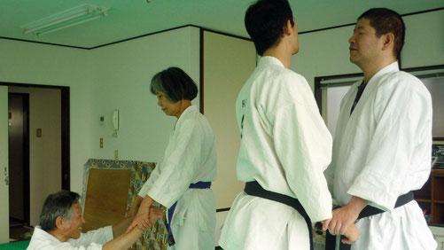 姿勢を正す 千葉県鎌ヶ谷市の八光流柔術健心会道場です。