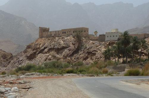 Zwischenstopp mit Blick auf alte Festung