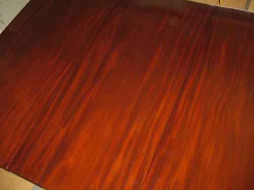 テーブルトップは板3枚スリップマッチ!