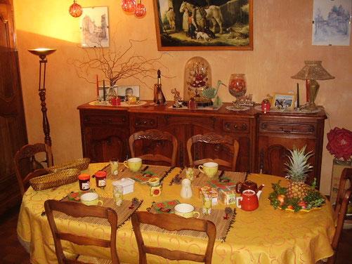 La salle à manger pour le petit déjeuner de nos hôtes