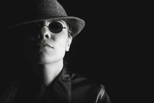 Dunkel und futuristisch- so sehen die Kultbrillen der 90er aus!