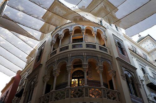 Photographie, Espagne, Andalousie, Séville, El Centro, velum, batiment art nouveau, mosaïque, Mathieu Guillochon.