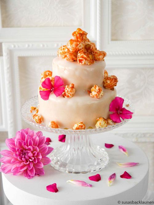 Mini-Torte mit Erdbeer-Popcorn