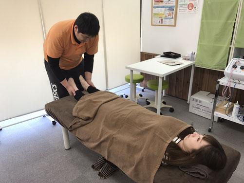松山市産後の骨盤矯正あさひでは、骨盤を正常位置で安定さす施術をおこなっています。