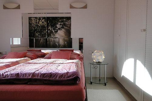 Schlafzimmer Ferienwohnung Valencia, 12/2012 mit weißem Kleiderschrank