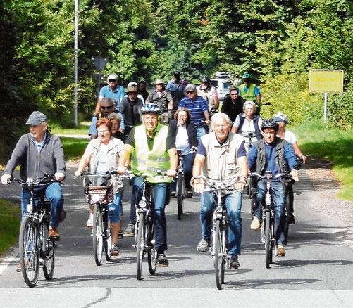 Vom Auto aufs Rad: Zur Tour rund um Schenefeld lädt der Automobilclub am Sonnabend ein.