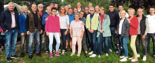 Aus Vier mach Drei: Nach der kurzfristigen Absage des TC Hohenaspe spielten die Tenniscracks dreier Dörfer um den Sieg.
