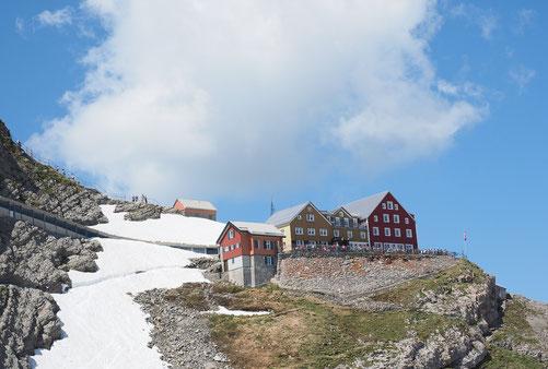 Blick auf das Bergrestaurant auf dem Säntis auf 2.500m