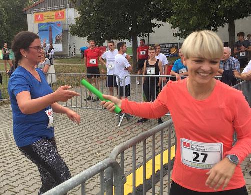 Für den RV Hohenseeden übergibt Dorthe Holzschuh (links) den Staffelstab an Ulrike Köpke. Foto: Alpha-Report