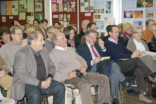 Quelques membres de l'association et des invités lors d'une assemblée générale