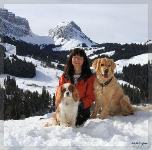 Pascal geht im Eriz Skifahren, Nathi nimmt einen Snowboard-Kurs und Mama kommt in dieser Zeit mit uns spazieren.