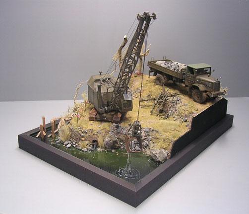 Anlage auf 3 Ebenen gibt dem Diorama Tiefe und den Blick für beide Modelle frei.