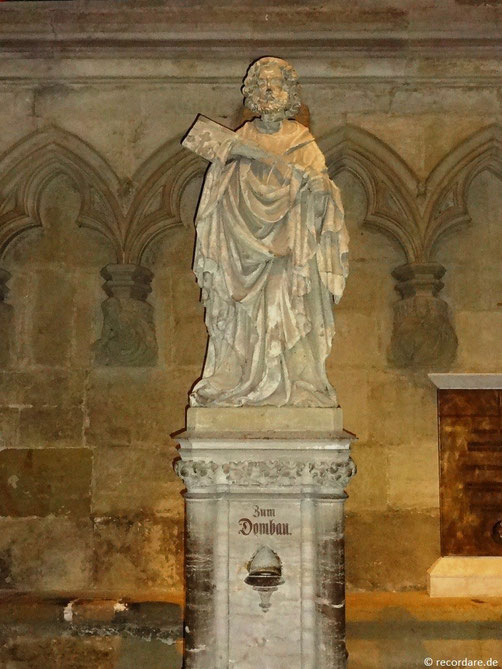 Petrusfigur mit Schlüssel in den Händen