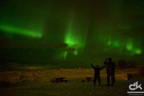 """""""Juhui, Nordlichter!"""" - Ich, vor der Fährmann Skulptur bei Sauðarkrókur"""