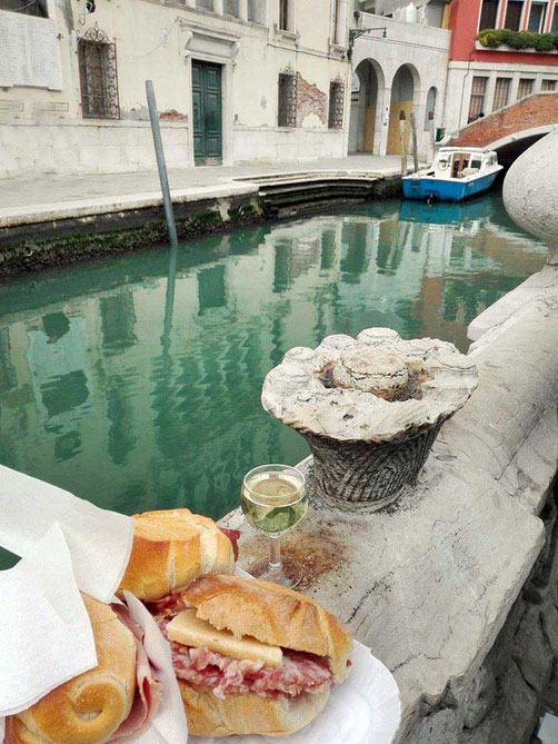 Panini Wein am Canale Venedig