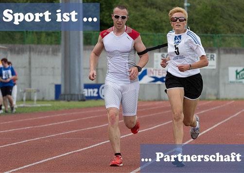 Sport ist Partnerschaft - Blinde Läuferin mit Begleitläufer