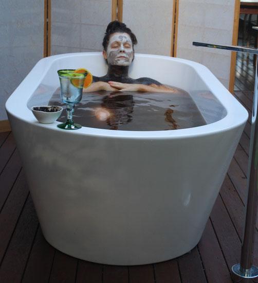 Jayne enjoying a Light Facial Mask and a Moor Mud Bath