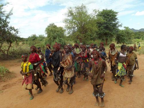 Le Oukouli, devenir un adulte. Chez les Hamer à Lojura en Ethiopie. Voyage Séjour Trek Trekking Randonnée Road Trip en Ethiopie Visite de la Vallée de l'Omo en Ethiopie.