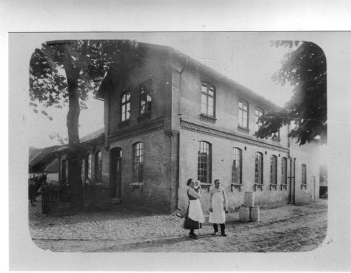 Ein Foto aus den Anfangsjahren der Meierei Ellingstedt