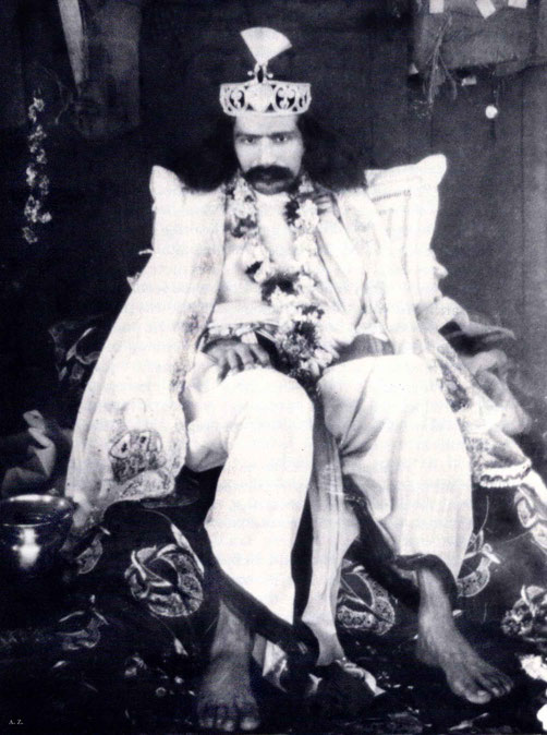 1928 : Meher Baba wearing a crown in Nasik, India. Courtesy of LM p. 1073