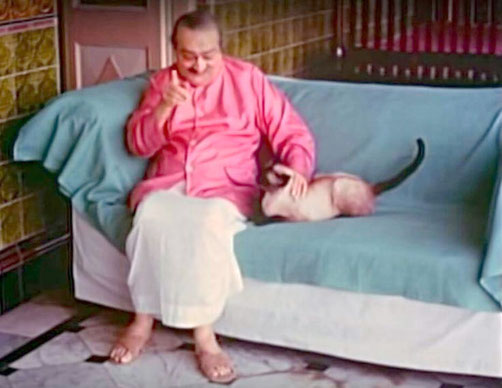 1960s Guruprasad, Pune, India. Baba with the Siamese cat, Pegu.