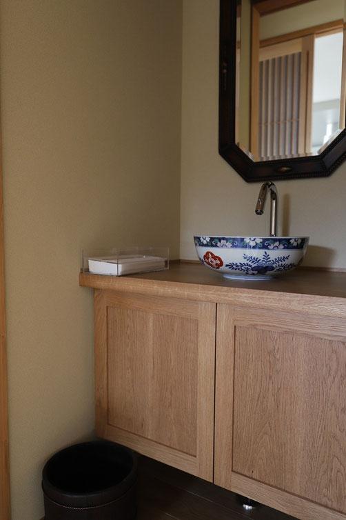 造作手洗いカウンター 古伊万里の手洗い器