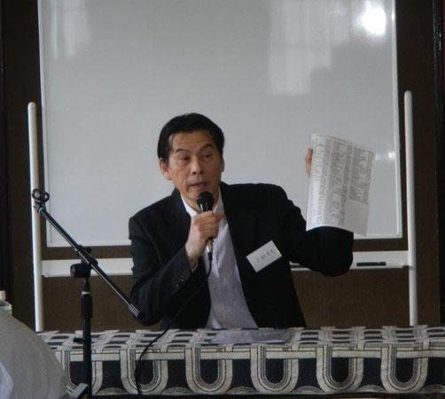 △卓話「湯の山文庫と和田蔵書」を述べる小椋浩介氏  5月例会