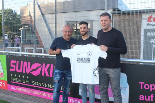 Samet Kanoglu, Vorsitzender Eddy Kaya und Trainer Patrick Wojwod. Bild: Aufm Platz