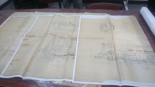左がB版、右がA版の組立図。細ペンで見事に墨入れされています。                    縮尺は1/30(日立)